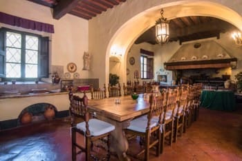 tavolo-villa-sala-pranzo-toscana