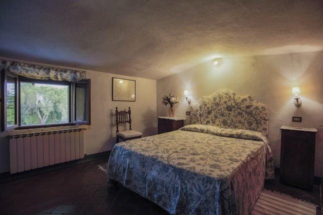 Villa-Corsano-letto-toscana-camera