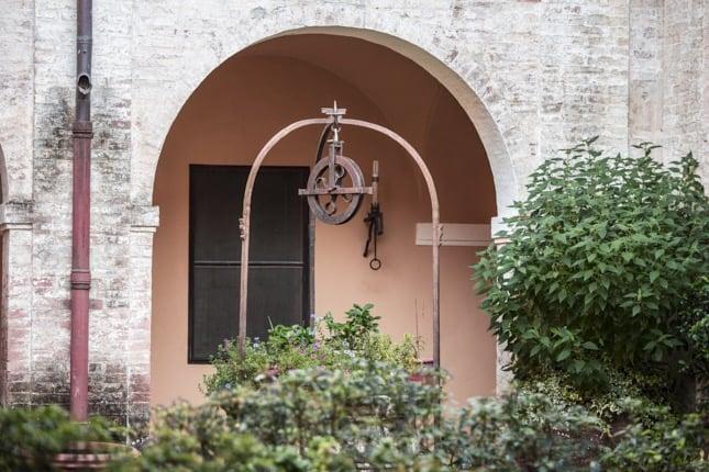 Villa-Corsano-pozzo-toscana-giardino